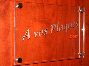 plaques num ro de rue numero de maison design contemporain moderne plexiglas verre depoli numero. Black Bedroom Furniture Sets. Home Design Ideas