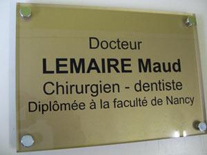 plaques dentistes professionnelles plexiglas de rue plaque medecin notable infirmier avocat. Black Bedroom Furniture Sets. Home Design Ideas